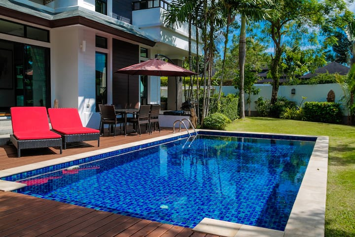 Lux 4 Br / 8 ppl Pool Villa near Bang Tao Beach