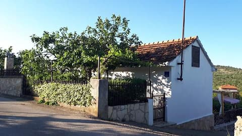 Rogoznica-Podorljak, Luminaria solis kuća za odmor