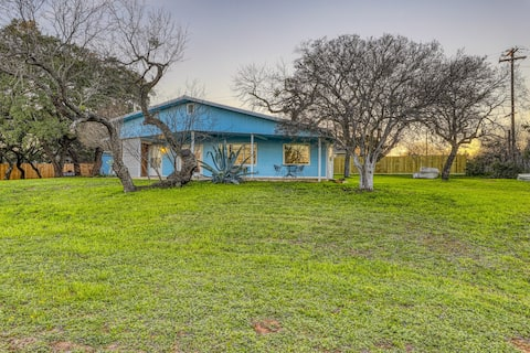 Family-friendly home w/ a fireplace & large front yard - near Inks Lake Park