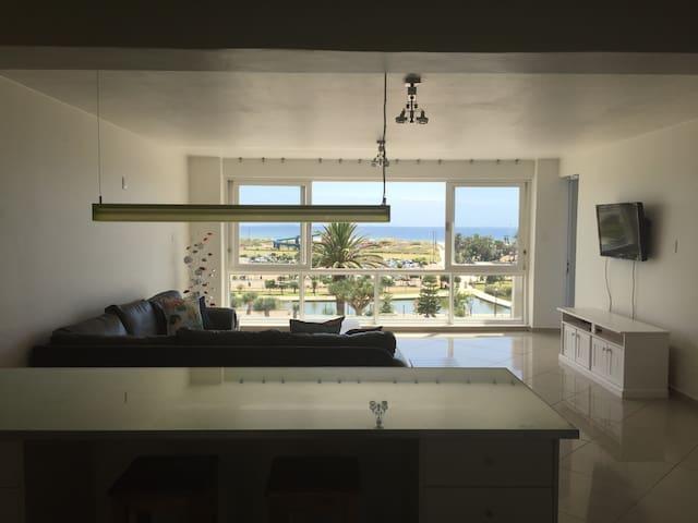 King's Beach Beachfront Apartment - Port Elizabeth - Lägenhet