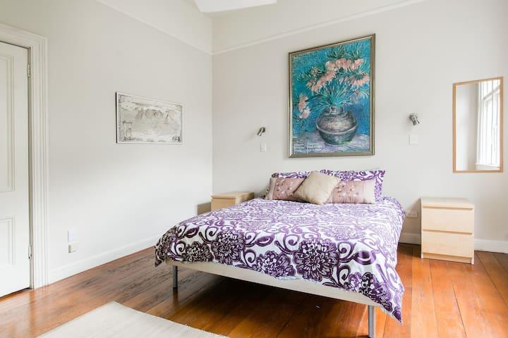 Front Bedroom (East)