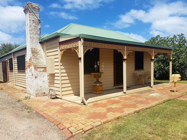 Dusting Cottage Circa 1855  Fully restored charming historical home