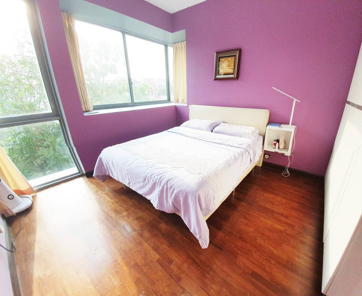 Purple theme master bed room with greenery facing, room with air conditioned and a cool airstanding fan, comfortable queen size bed with fresh bedlinen and towel provided, peaceful and quiet, you won't hear any traffice noise