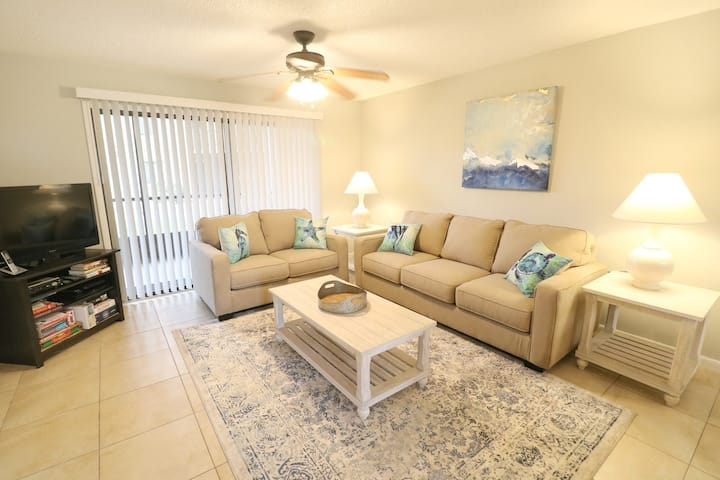 Poolside 2BR with all New Furnishings-Ocean Village Club J16