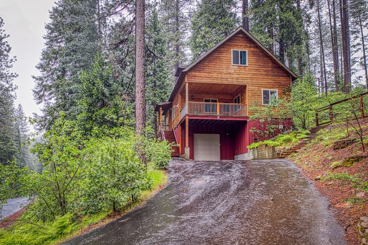 Inviting Sierra chalet w/ a custom kitchen, wood burning stove, & deck