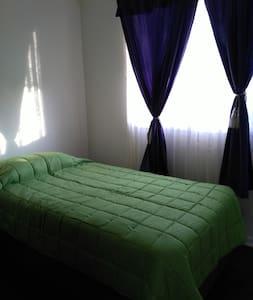Acogedora habitación con entrada independiente