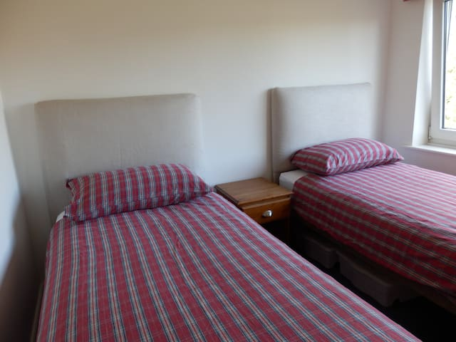 Cheltenham Gold Cup Twin 5 mins walk from races