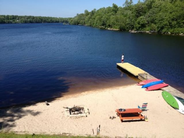 Lake House - Hopkinton - Talo
