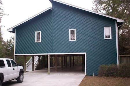 Beach House 3BR/2BA  $100/Night - Emerald Isle - 独立屋