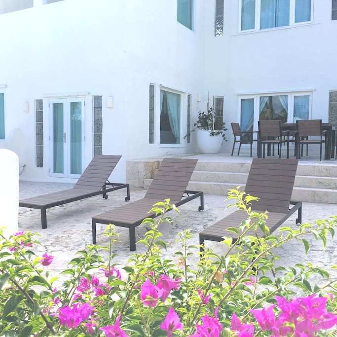 Chaise Lounges & Dining Table in 2nd Floor Apartment Beach-View Terrace