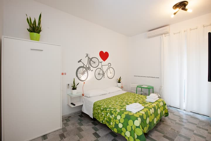 Cozy triple en-suite with balcony (wifi & kitchen)