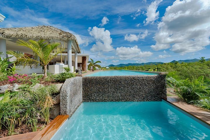 Bahia Blue Upscale Villa - Reduced price!