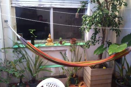 Habitación en piso compartido con patio y parrilla - Buenos Aires
