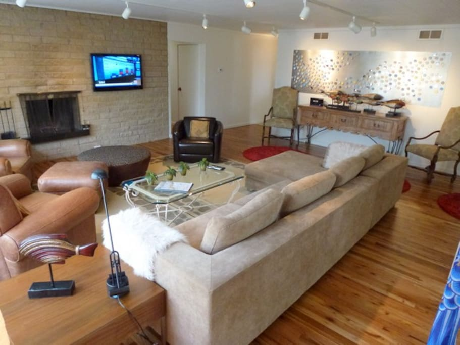 Living room for 10 people