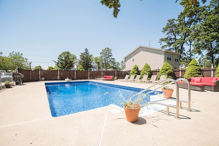 Spacious home large HEATED  pool near Pt Pleasant