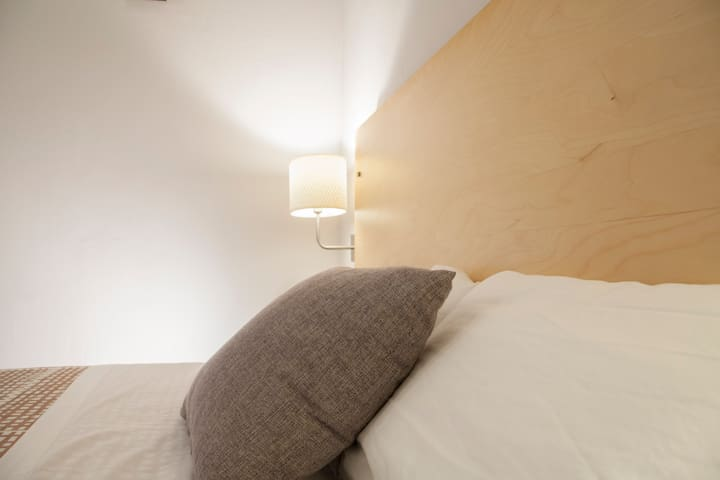 wow!BCN Small Double bed room with shared Bathroom