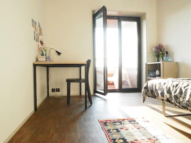 Peaceful room near city centre - Zürich - Apartment