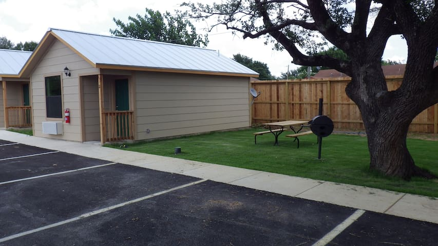 Your own spacious cabin - Pleasanton - Cabana