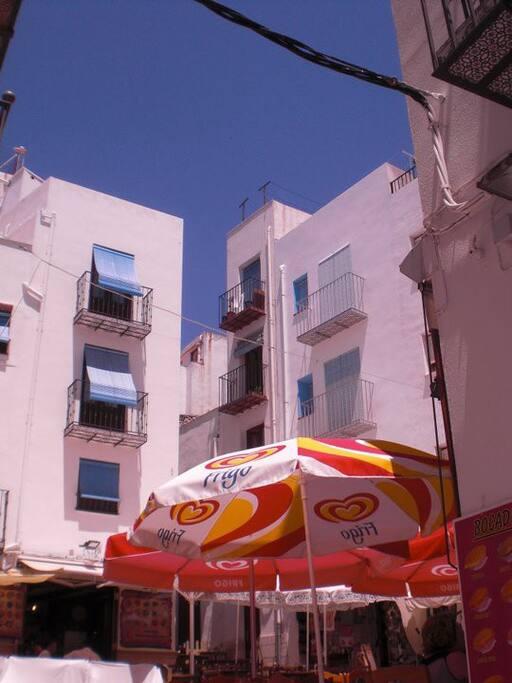 Fachada desde la plaza