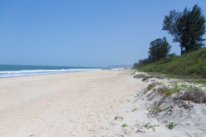 Cozy Beach Nest - Paradise Beach - Shiroda - Gjestehus
