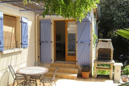 Studio à l'abri du Mistral near Uzès - Garrigues-Sainte-Eulalie - House