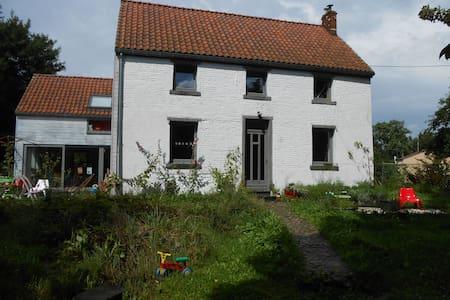 maison au calme à la campagne - Écaussinnes - Casa