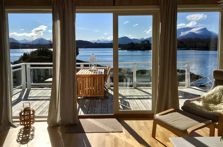 Beautiful holiday home by the sea - Gurskøy - Rumah