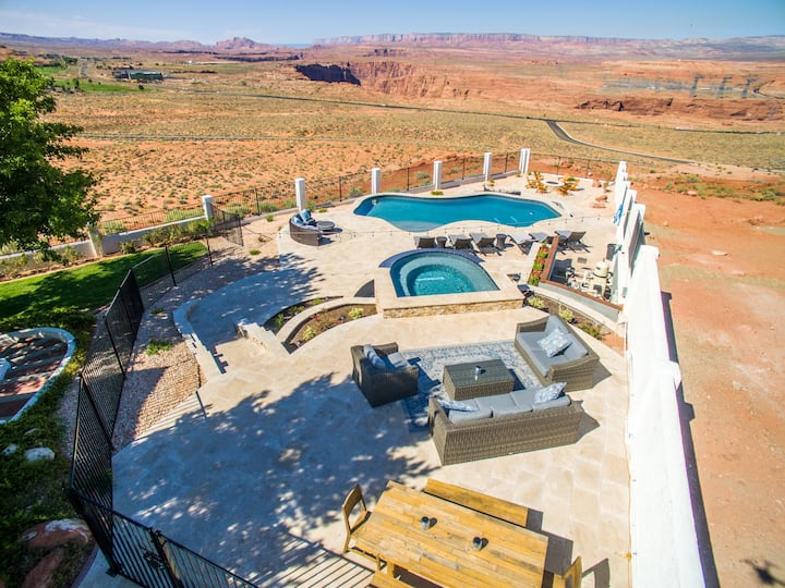 Pool and Spa, 7 Bd. 4 Bth, 4300 sq ft. VIEWS!
