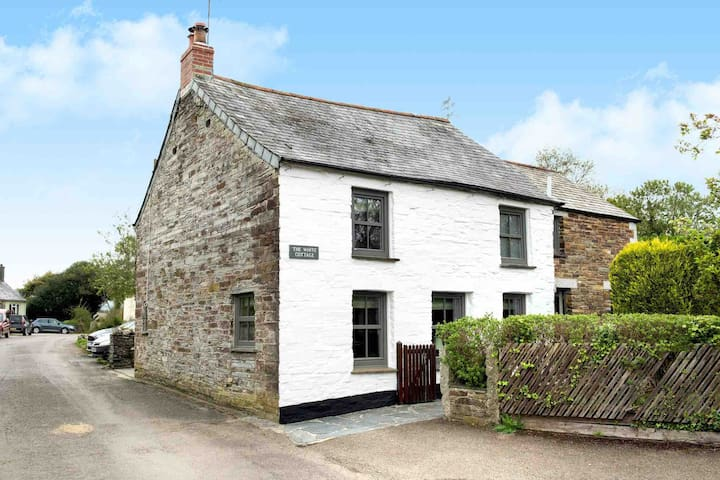 B&B inTraditional Cornish stone cottage