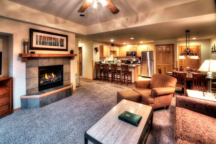 Grand Timber Lodge Master Suite