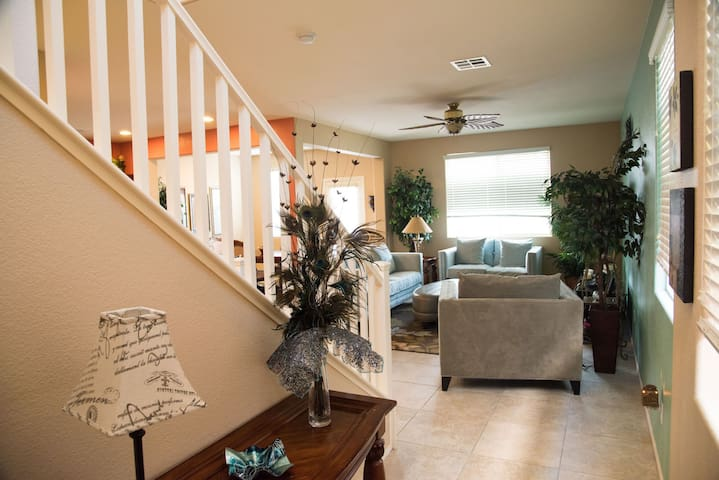 Nice 3 Bdrm Home in Mountains Edge!