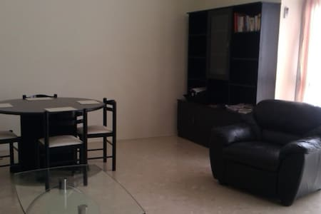 Very nice large room with private bathroom - Ta' Xbiex - Wohnung