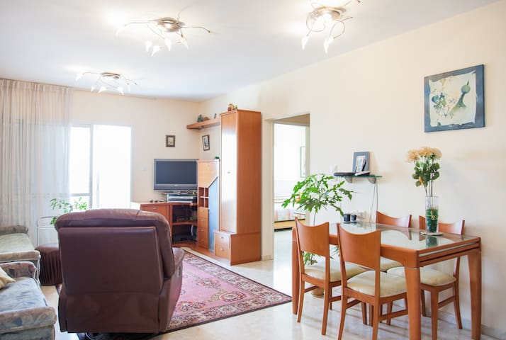 Short Period cozy room+free parking - Netanya - Apartamento