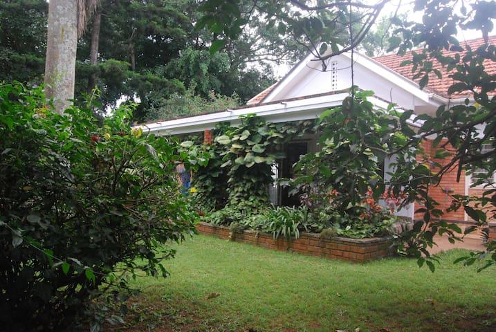 Makindye House  - Kampala - Dom
