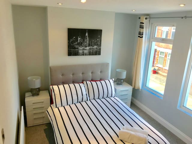 Spacious Bedroom near to Belfast City Centre! :)