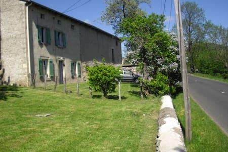 maison de campagne proche commodité - Queyrières - Dům