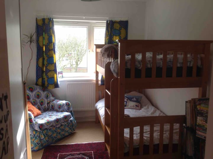 Bright room in Islington