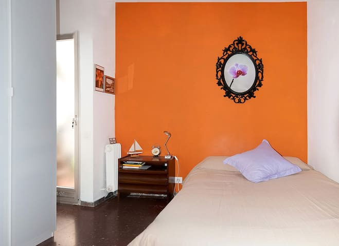 Double room next Espanya Square - Barcelona - Apartament