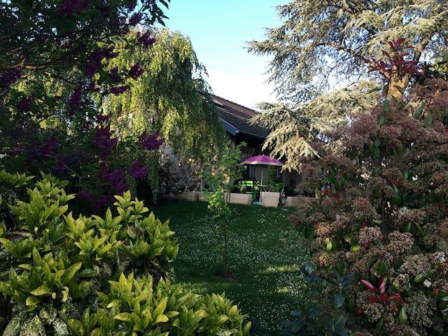 Belle chambre dans grande maison - Kingersheim - Bed & Breakfast