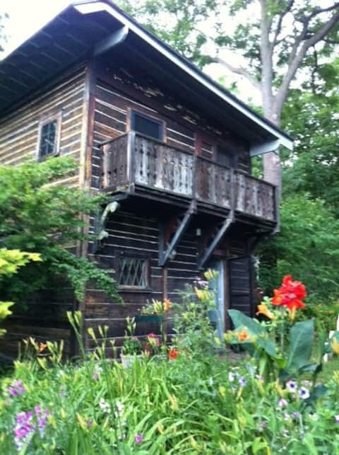 Charming Lakeview Cottages