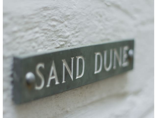 Sand Dune 1 bed first floor flat 50m from beach.