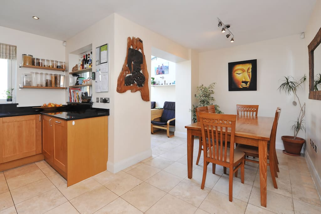 Kitchen and dining room, ideal for socializing
