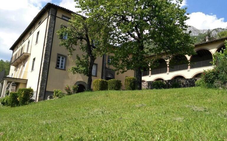 "App.""Il giardino"" in villa storica - Corfino, Garfagnana - Leilighet"