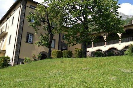 """App.""""Il giardino"""" in villa storica - Corfino, Garfagnana"""