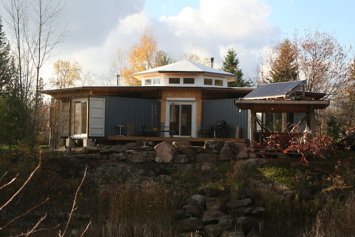 Off-Grid Shipping Container Cottage (Sleeps 6)