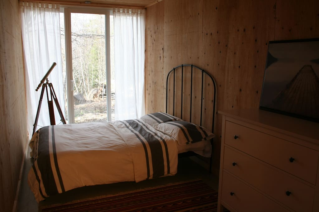 Master bedroom - accommodates 2 (Interior designed by HGTV's Rebecca Purdy)
