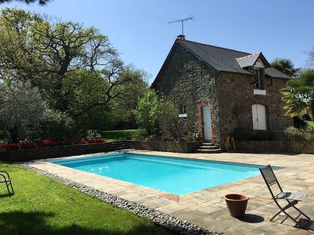 Saint Malo -Grand studio  sur parc & piscine