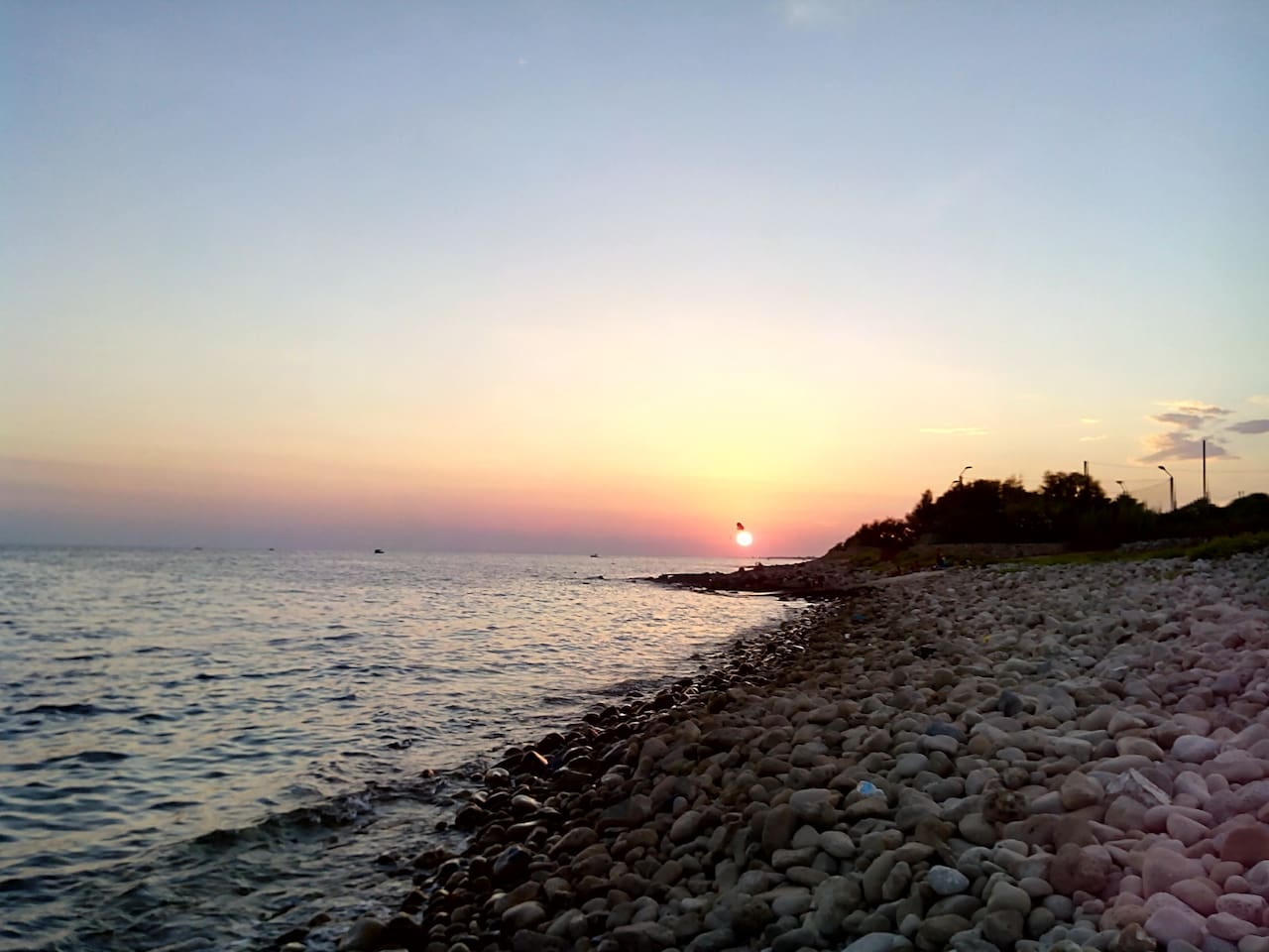 la spiaggia di ciottoli a 100m da casa