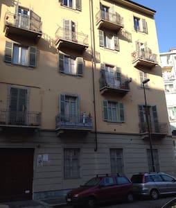 Grazioso bilocale zona tranquilla - 都靈(Torino)