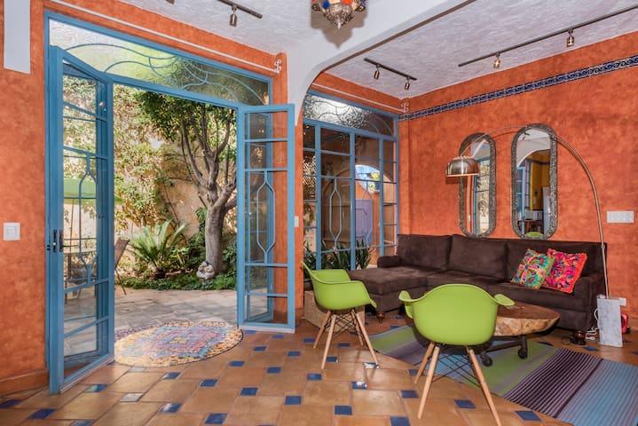 Om Sweet Home - 2 bd / 2.5 bath filled w/color! - San Miguel de Allende - House